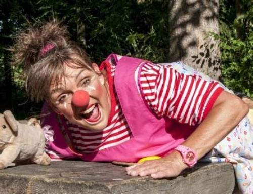 Clownin Mili zu Besuch bei der Grillstelle